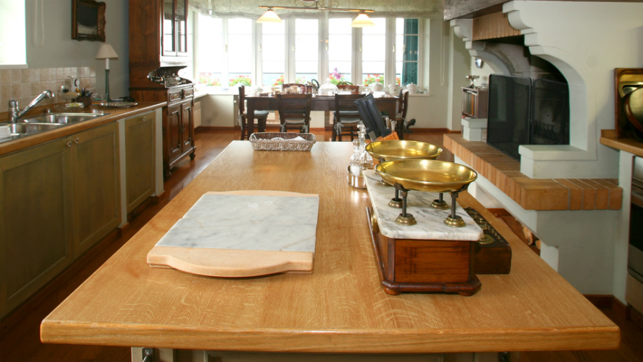 Usporiadanie obývacej izby s kuchynkou v štýle Provence